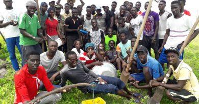 L'équipe des 30 jeunes de l'opération de reboisement