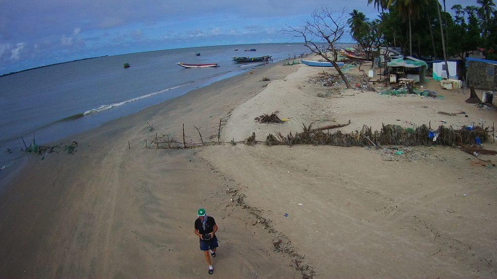 En regardant vers le premier des 4 épis de la grande plage, le trait de côte avance